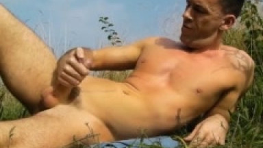 naked outdoor jerk off